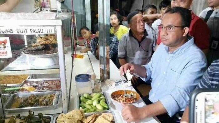 Seusai Moeldoko Posting Foto Makan di Warung, Kini Beredar Foto Anies Baswedan Makan di Warteg