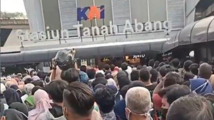 Antisipasi Kerumunan, Mulai Hari ini KRL Tak Berhenti di Stasiun Tanah Abang Pukul 15.00 - 19.00 WIB