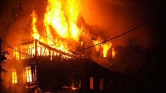 UPDATE Kebakaran Pabrik di Pegangsaan Dua, Petugas Butuh Waktu 4 Jam Padamkan Api