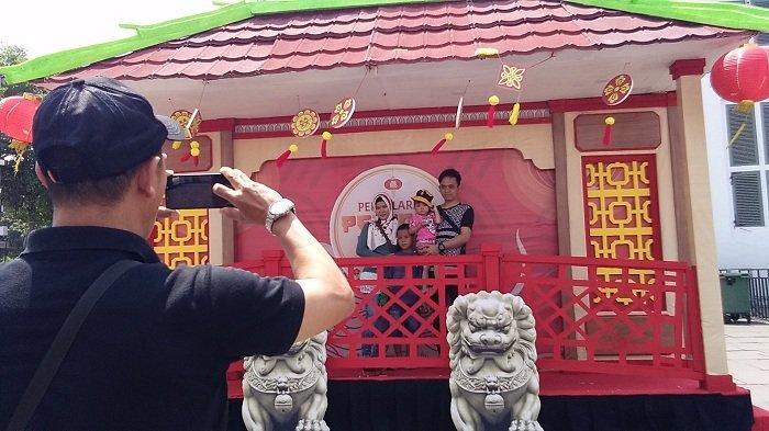 Belum Resmi Dibuka, Masyarakat Sudah Penuhi Festival Pecinan di Kawasan Kota Tua Jakarta Barat