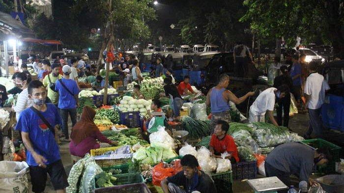 BERITA FOTO: Benarkah Pasar Senen di Malam Hari Diwarnai Pelanggaran PSBB?