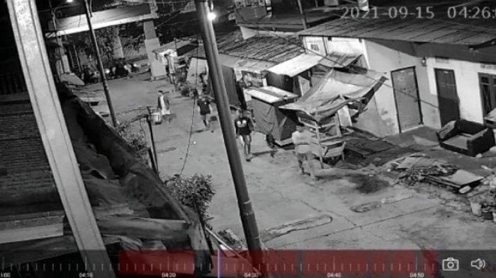 Tawuran Maut Geng Motor Bersenjata Celurit, Batu, dan Balok, Semalam 3 Kali Serang Rumah Warga