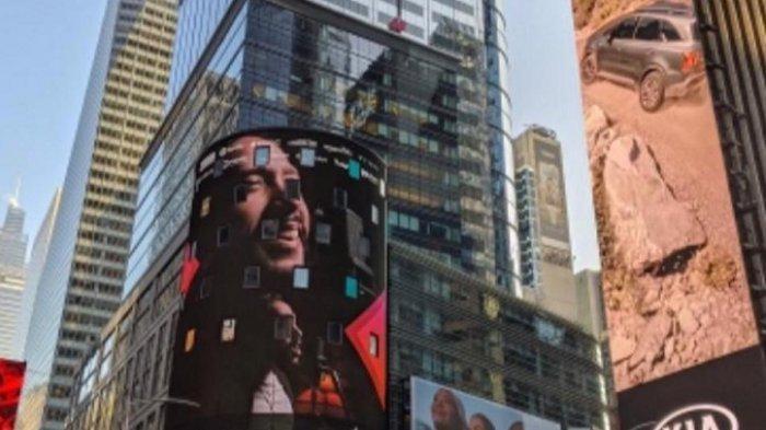 Foto unggahan Maruli Tampubolon usai wajahnya muncul di layar iklan Times Square, New York, Amerika Serikat.