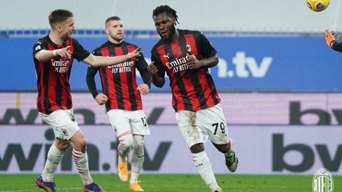 Franck Kessie mencetak satu dari dua gol AC Milan ke gawang Sampdoria, di Stadion Comunale Luigi Ferraris, Genova, Senin (7/12/2020) dini hari WIB. Milan menang 2-1 dan ke puncak klasemen Serie A Italia 2020-2021.