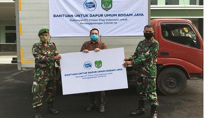 Frisian Flag Indonesia Beri Donasi 50.000 Botol Susu untuk Dapur Umum yang Dikelola Kodam Jaya