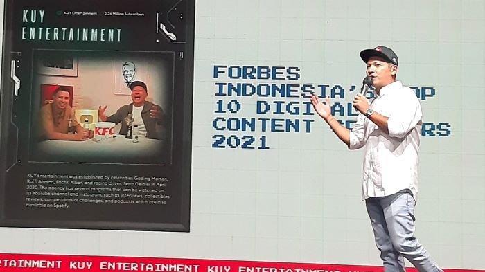 Gading Marten disela perayaan ulang-tahun pertama platform digital KUY Entertainment di kawasan Fatmawati, Jakarta Selatan, Sabtu (24/4/2021).
