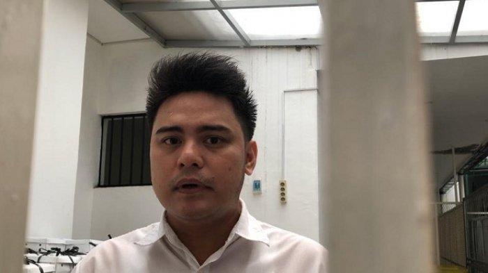 Galih Ginanjar di ruang tunggu tahanan PN Jakarta Selatan, Senin (20/1/2020).