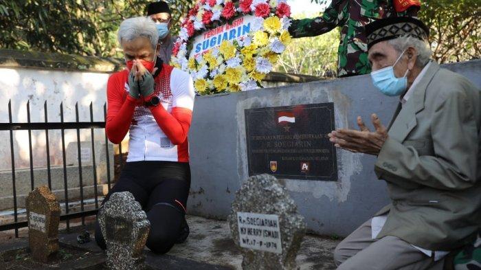 Ajak Hormati Pahlawan, Ganjar Ziarah ke Makam Jurnalis yang 'Memviralkan' Kemerdekaan RI