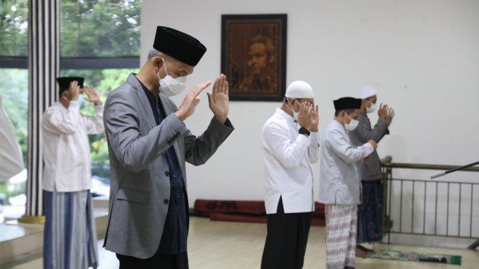 Salat Idul Adha Bersama Keluarga, Gubernur Ganjar Berterima Kasih Kepada Masyarakat