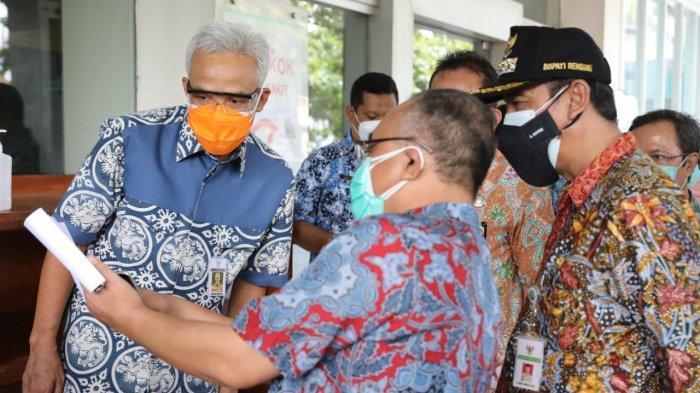 Gubernur Ganjar saat mengunjungi RSUD Dr R Soetrasno Rembang. Ganjar memastikan penambahan tempat tidur baik isolasi maupun rumah sakit berjalan.