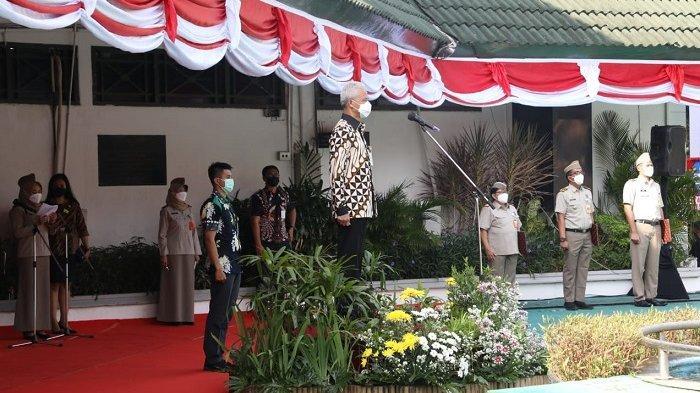 Gubernur Ganjar saat menjadi inspektur upacara dalam rangka peringatan Hari Agraria dan Tata Ruang Nasional 2021 di halaman Kantor Wilayah ATR/BPN Jawa Tengah, Semarang, Jumat (24/9/2021).