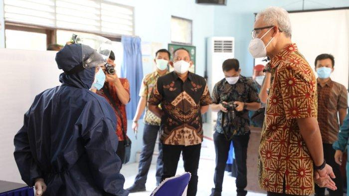 Tinjau Vaksinasi di Karanganyar, Ganjar Minta Pemda Aktif Edukasi Masyarakat Terkait Prokes