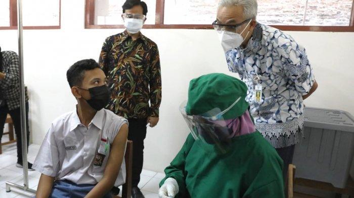 Pantau Vaksinasi Pelajar di Solo, Ganjar Sebut Kiriman Vaksin dari Pemerintah Pusat Cukup Banyak