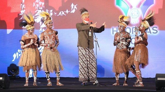 Hadiri Peringatan Haornas, Ganjar Disambut Tarian Khas Papua