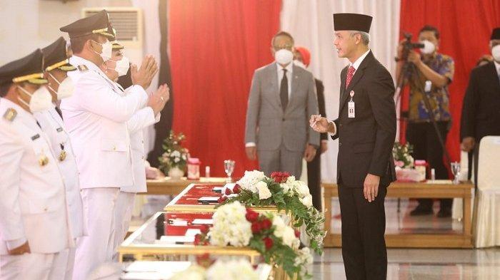 Gubernur Jawa Tengah Ganjar Pranowo melantik para kepala daerah terpilih Pilkada 2020 di Gedung Gradhika Bhakti Praja, Jumat (26/2/2021).
