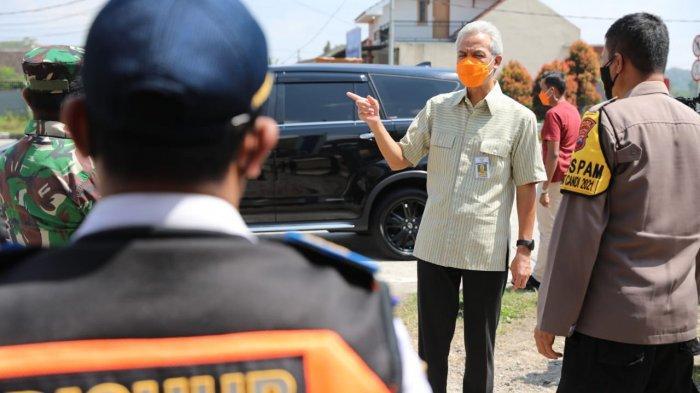 Ganjar saat mengecek posko penyekatan pemudik di Kabupaten Semarang dan Salatiga, Selasa (11/5/2021).
