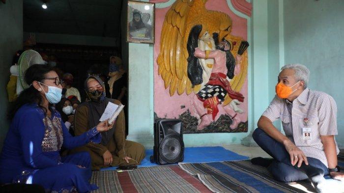 Legenda Tayub Grobogan, Lasmi Sulastri, menyambut tamu spesial yang mengunjunginya yaitu Gubernur Jawa Tengah Ganjar Pranowo.