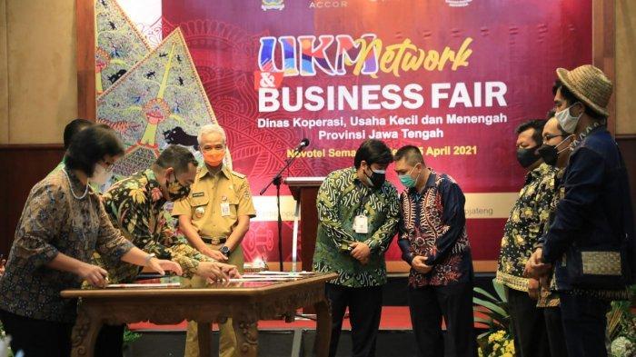 Gubernur Jawa Tengah Ganjar Pranowo menghadiri acara UMKM Network and Business Fair di Hotel Novotel, Semarang, Senin (5/4/2021).