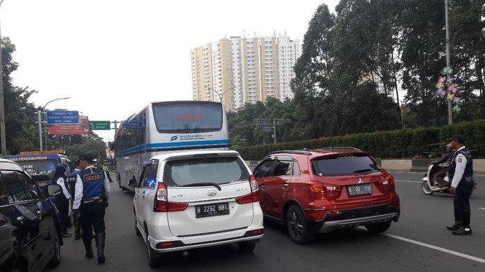 Kepadatan Lalu Lintas Warnai Pemberlakuan Nomor Ganjil Genap di Tol Tangerang