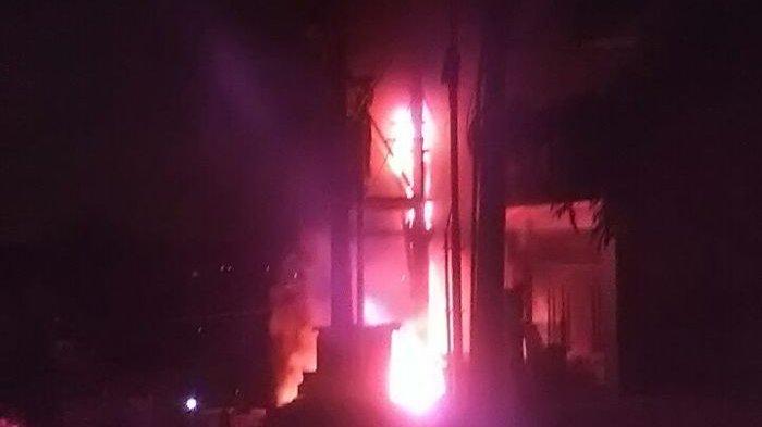 Gardu Listrik PLN di Cempaka Putih Terbakar Senin Pagi