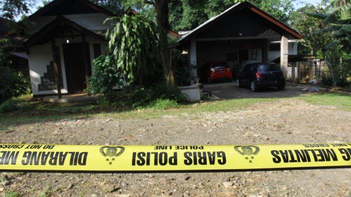 VIDEO: Garis Polisi Dipasang Di Area Rumah Korban Virus Corona di Depok