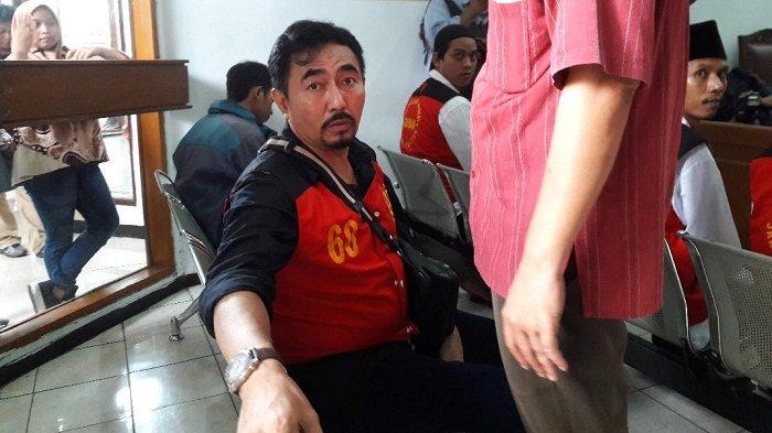 Gatot Brajamusti saat mengikuti persidangan di Pengadilan Negeri Jakarta Selatan, Ampera, Jakarta Selatan, Selasa (24/4/2018).