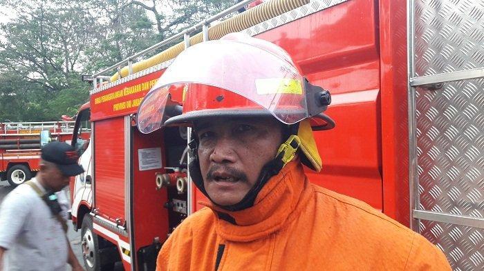 Meski Sudah Padam, Kebakaran di Gudang Barang Bekas Butuh Pendinginan 1 Jam Lagi