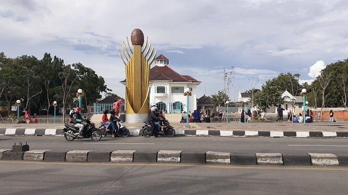 Penampakan Gedung Juang 45 Tambun, Kabupaten Bekasi, Jawa Barat usai dilakukan revitalisasi, pada Minggu (20/12/2020). Revitalisasi ini sudah mencapai 98 persen, dan diharapkan menjadi daya tarik wisata sejarah bagi warga luas.