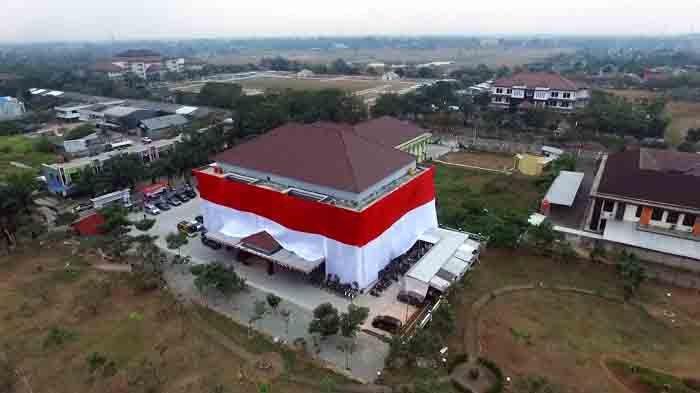 Rayakan HUT ke-73 RI, Gedung Polresta Tangerang Dibungkus Bendera Merah Putih Raksasa
