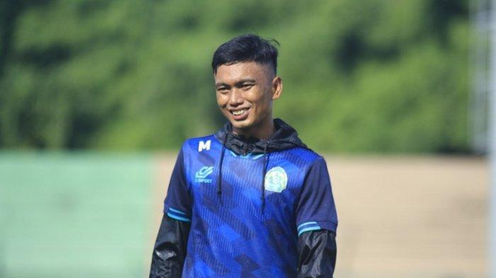Bek PS Tira Persikabo Munadi Membantu Ibunya Jualan Takjil untuk Isi Waktu Luang Usai Latihan