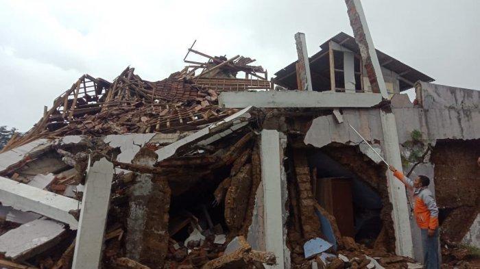 UPDATE Ini Video dan Foto Amatir Gempa Sukabumi, Rumah Luluh Lantak