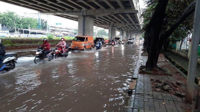 Waduh, Hujan Cuma Sebentar, Jalan KH Noer Ali, Depan TK Al-Alzhar Jakapermai Kembali Tergenang