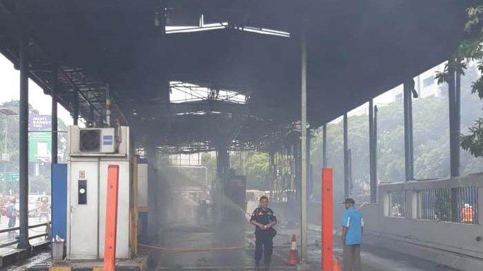 Kebakaran di Gerbang Tol Slipi 2 Diduga karena Korsleting Listrik