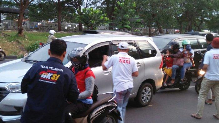 Gerindra Rutin Bagikan Ratusan Paket Takjil Gratis di Jalan Kolonel Sugiono