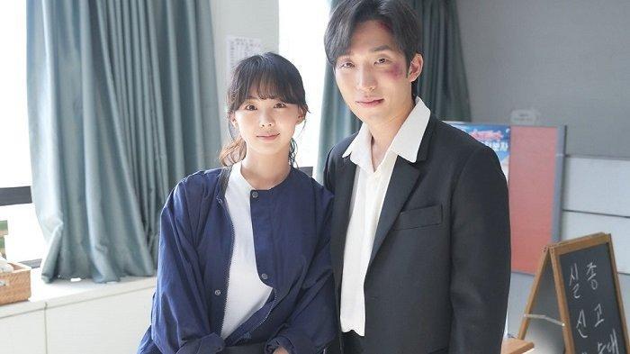 Dua pemeran utama drama Korea Youth of May, Geum Sae Rok dan Lee Sang Yi.
