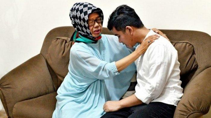 Video Breaking News: Ibunda Presiden Jokowi Meninggal Dunia di Solo