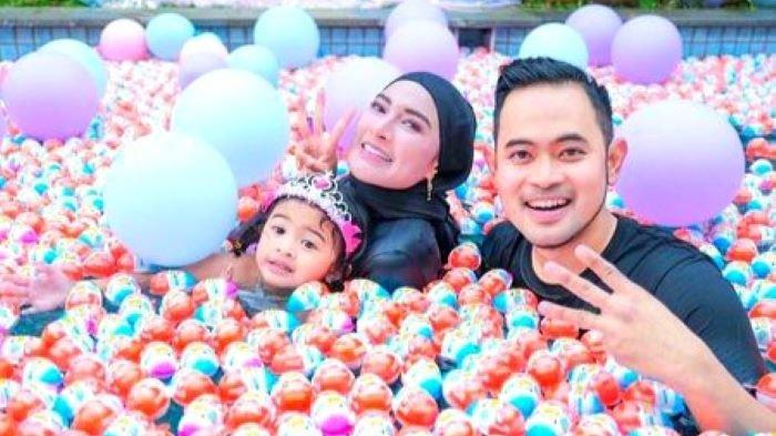 Gilang Widya Pramana dan Shandy Purnamasari Beri Kado Coklat Satu Truk Saat Rayakan Ulang Tahun Anak
