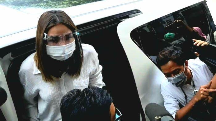 Gisella Anastasia kembali mendatangi Polda Metro Jaya, Semanggi, Jakarta Selatan, Rabu (23/12/2020), terkait pemeriksaan kasus video asusila perempuan mirip dengannya yang tersebar luas di media sosial di awal November 2020.