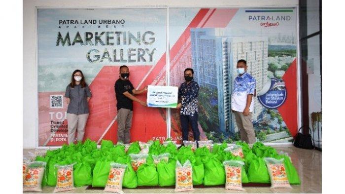 Gelar CSR, Hunian Patraland Urbano Apartemen Bagikan Paket Sembako untuk Warga Terdampak Covid-19
