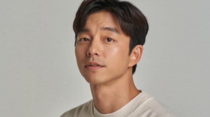 Aktor Korea Gong Yoo yang terkenal bermain dalam drama Korea Coffee Prince memiliki ciri mata monolid.