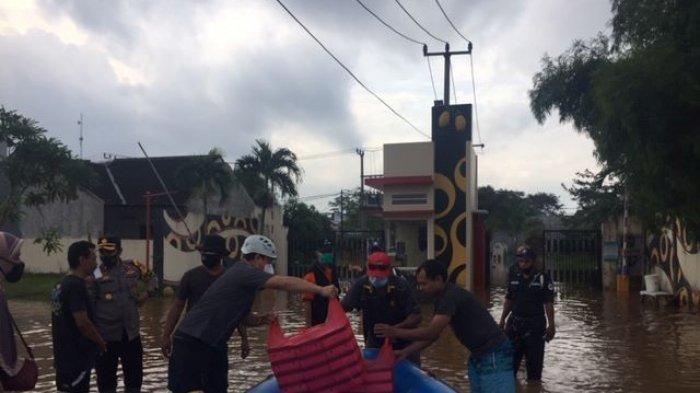 BPBD Kabupaten Bogor Siapkan 200 Paket Nasi Kotak untuk Korban Banjir Warga Grand Mekarsari
