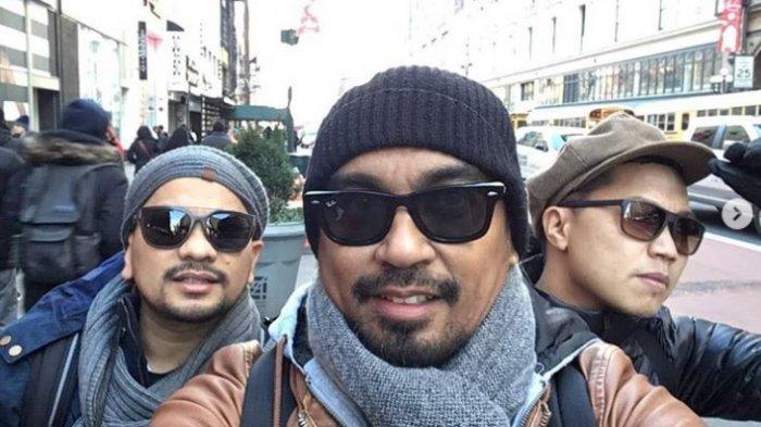 Personel Grup Musik Trio Lestari dr Tompi, mendiang Glenn Fredly, dan Sandhy Sondoro.