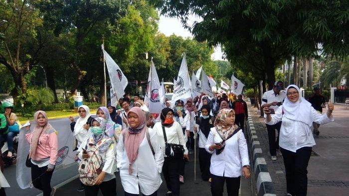 Aksi Long March Guru Honorer Kabupaten Bekasi ke Istana Negara, Kadisdik Ajak Guru Berdialog