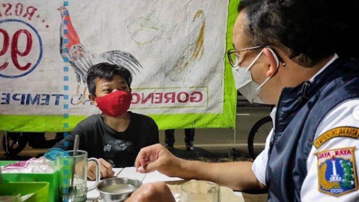 Pulang Bersepeda Malam Hari, Anies Bertemu Rosi, Anak Penjual Pecel Lele yang Mimpi Jadi Pengusaha
