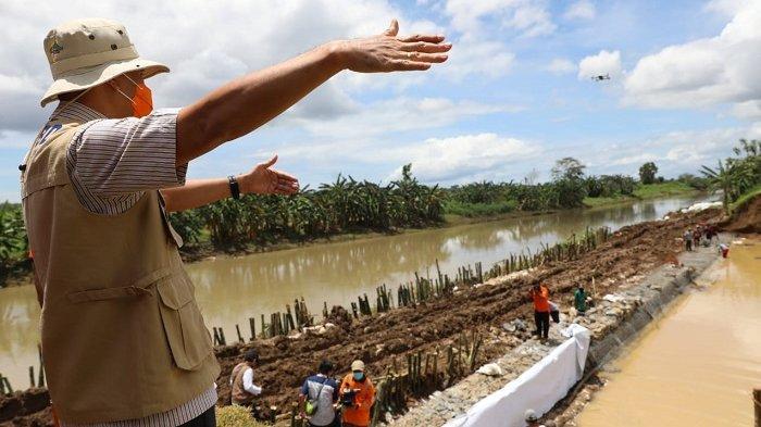 Gubernur Ganjar Pranowo Terkejut Temukan Fakta Ini saat Mengecek Banjir di Kebumen