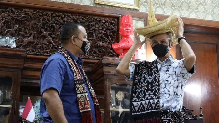 Gubernur Jateng Ganjar Pranowo Diskusi dengan Raja dari NTT soal Pancasila yang Idenya Lahir di Ende