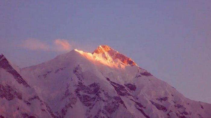 Gunung Rakaposhi (7.788m) merupakan salah satu gunung indah yang ada di jajaran Pegunungan Karakoram, Pakistan.