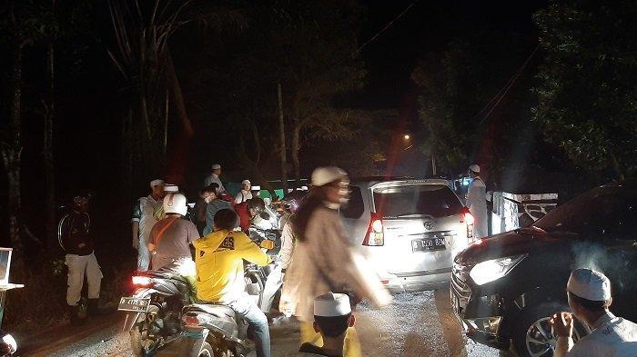 Habib Bahar Bebas dari Lapas Pondok Rajeg Disambut Ratusan Warga Tumpah Ruah