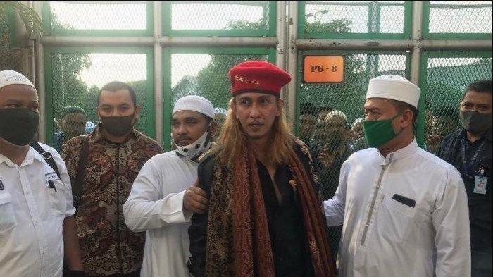 Habib Bahar bin Smith Dituding Pukul, Injak dan Sabetkan Pisau kepada Sopir Taksi Online