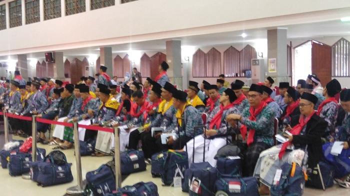 11 Kloter Jemaah Haji Pertama Berangkat Hari Ini